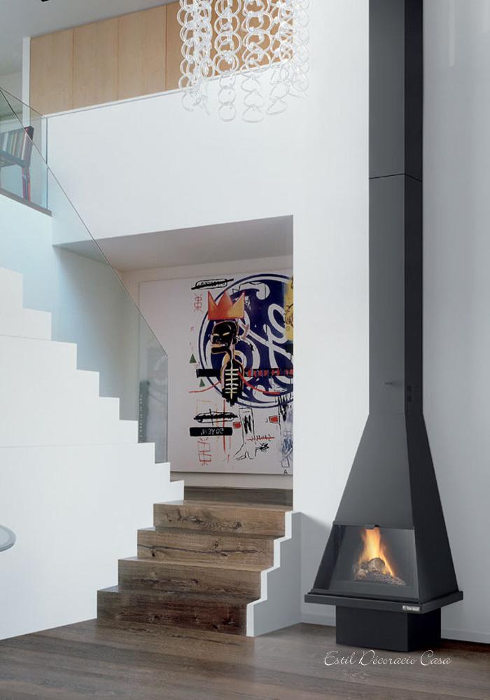 cheminée à gaz contre un mur